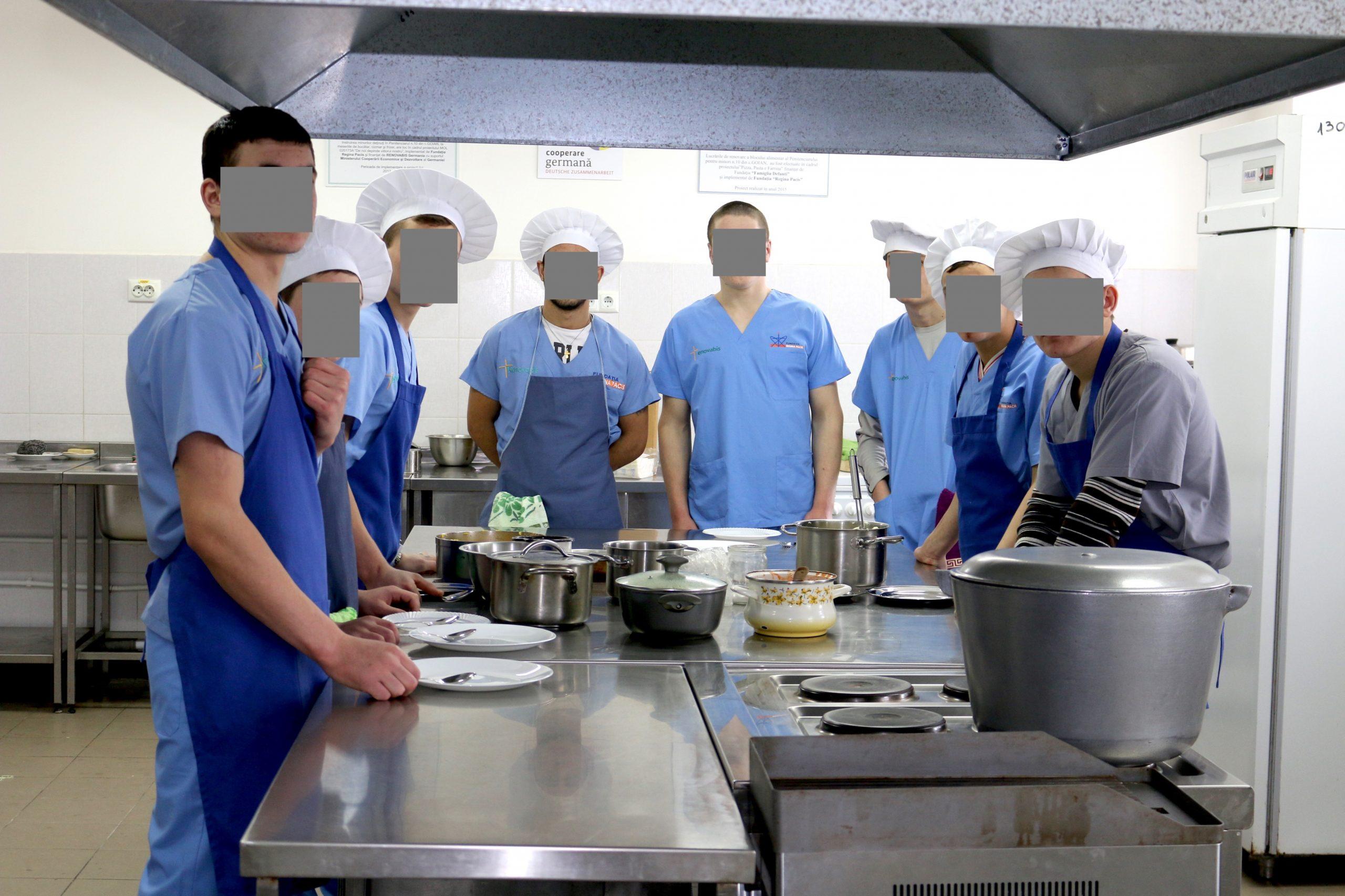 Diplome de bucătari pentru un grup de minori din penitenciar
