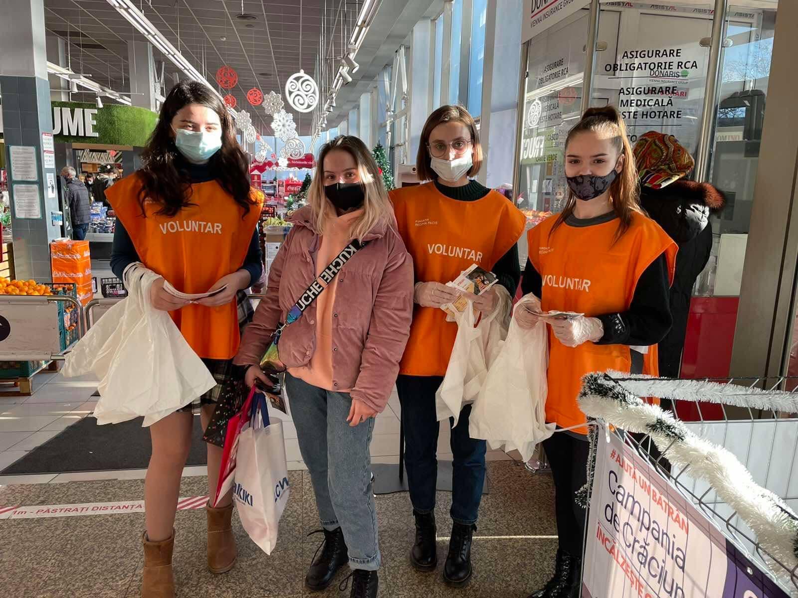 """Fundația Regina Pacis îndeamnă oamenii să doneze produse alimentare în cadrul campaniei de Crăciun """"Încălzește o inimă"""", 2020"""